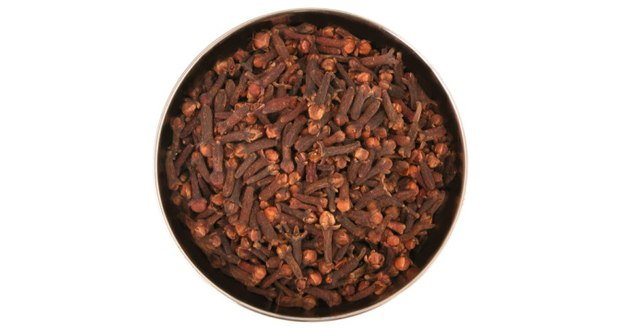 how to use clove oil for acne